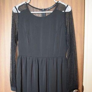 Doe & Rae Black Lace Sleeves Dress Size M